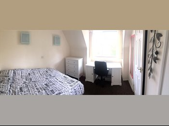 EasyRoommate UK - 1 Bedroom Ensuit to rent in SE17, Elephant and Castle - £870 pcm