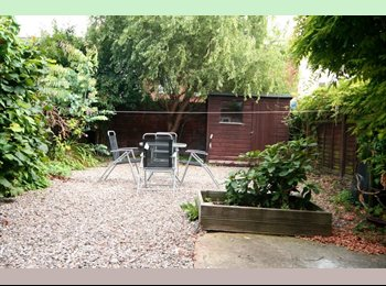 EasyRoommate UK - *LARGE DOUBLE BED* *PROF SHARE* *GREAT LOCATION*, Gloucester - £495 pcm