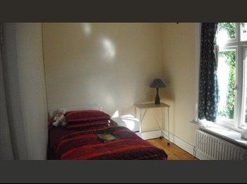 EasyRoommate UK - Single room - 10 mins from Highfield Campus, Bassett - £354 pcm