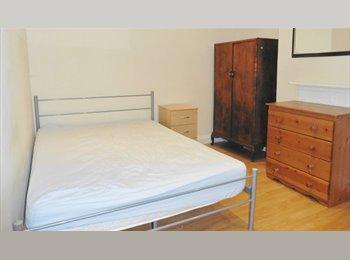 EasyRoommate UK - Beautiful DOUBLE ROOM, lovely European flatmates., Cowley - £750 pcm