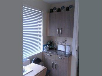 EasyRoommate UK - nice double room, Barnsley - £300 pcm