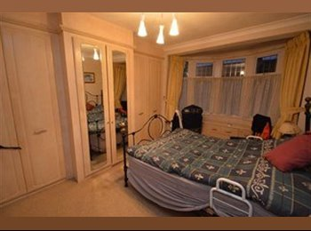 EasyRoommate UK - 2 Double Rooms to let for single occupancy, Gants Hill - £650 pcm