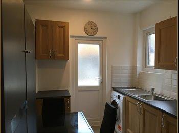 EasyRoommate UK - N9 NEWLY REFURB BRIGHT DBL ROOMS PROF HOUSESHARES , Edmonton - £550 pcm
