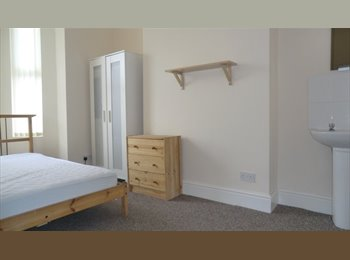 EasyRoommate UK - 8 bedroom student house to rent near Coventry uni & Train station, Coventry - £3,800 pcm