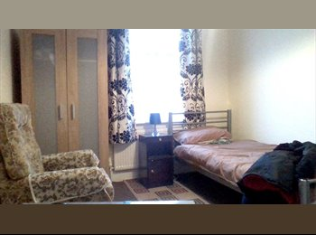 EasyRoommate UK - large single room clean and tidy, Edmonton - £450 pcm