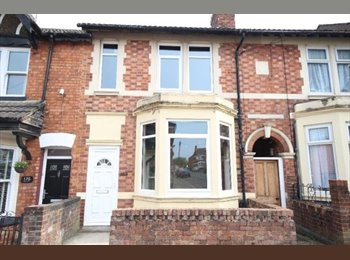 EasyRoommate UK - Beautiful double room available , Kettering - £400 pcm