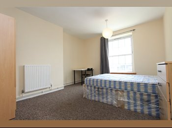 EasyRoommate UK - BEAUTIFUL double room close to GREENWICH. ALL BILLS INCLUDED, Deptford - £693 pcm