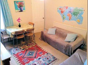 EasyRoommate UK - NO DEPOSIT single room, quiet street in vibrant West End, LE3, Westcotes - £350 pcm
