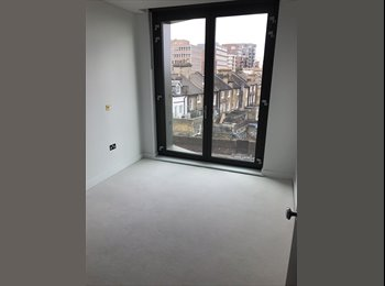 EasyRoommate UK - £900 Putney, 2 bed East Putney, own bathroom & balcony! Looking for chilled & professional flatmate, Putney - £900 pcm