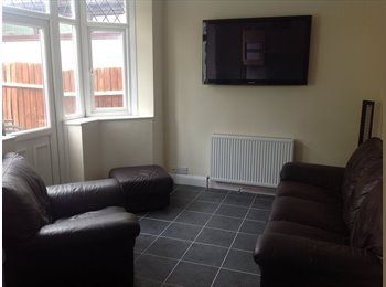 EasyRoommate UK - Daventry road cheylesmore semi detached house recently refurbished, Single room available Now, Stivichall - £475 pcm