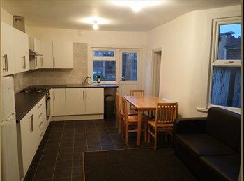 EasyRoommate UK - Spacious Double room (inc bills) - Upton Park, Upton Park - £580 pcm