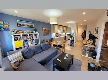EasyRoommate UK - Double room /w off-street parking, Maidenhead - £700 pcm