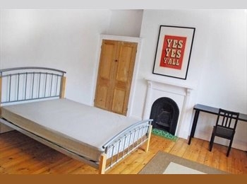 EasyRoommate UK - TWO DOUBLE BEDROOMS FOR RENT, Clarendon Park - £355 pcm