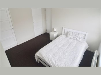 EasyRoommate UK - Stunning Room in Newly Renovated House, Lawrence Weston - £400 pcm