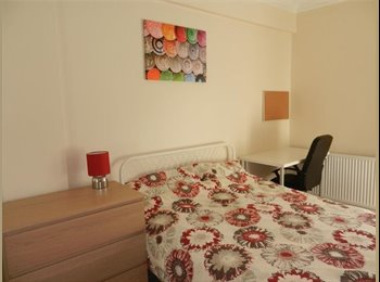 EasyRoommate UK - Fantastic Double Room -ALL BILLS INCLUDED IN MONTHLY RENT, Coates - £450 pcm