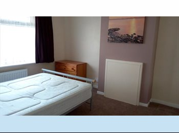 EasyRoommate UK - Double Room to rent Portsmouth near QA hospital , Cosham - £390 pcm