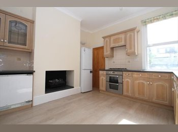 EasyRoommate UK - Wonderful Relocation Double for 1 or a Couple , Hither Green - £449 pcm