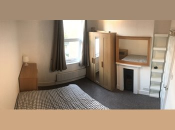 EasyRoommate UK - Double room close to town, Leamington Spa - £500 pcm
