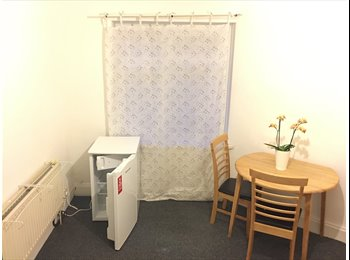 EasyRoommate UK - 1 Double Bedroom (20sq meter )Available Walsall, Walsall - £320 pcm