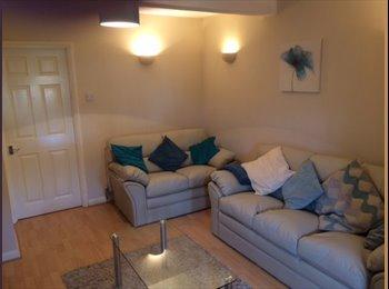EasyRoommate UK - Beautiful Double En-Suite Room £145pw, Aylesbury - £628 pcm