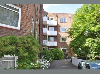 EasyRoommate UK - Very spacious furnished double room, Norbiton - £750 pcm