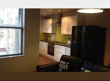 EasyRoommate UK - £92 PER WEEK DOUBLE ROOM, Highfield - £398 pcm