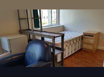EasyRoommate UK - Clean, Pleasant and Peaceful Home  , Windsor - £675 pcm