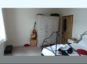 EasyRoommate UK - Large double room, very central, happy clean house, Windsor - £600 pcm