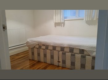 EasyRoommate UK - Self Contained Flat in a Lovely Home , Windsor - £975 pcm