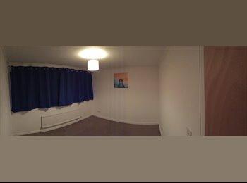EasyRoommate UK - Large double room, Milton Keynes - £400 pcm