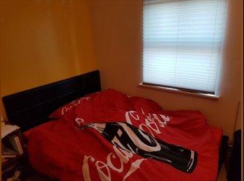 EasyRoommate UK - 3 bedroom house 2nd bedroom with en suite, Mexborough - £350 pcm