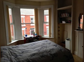 EasyRoommate UK - Double room in spacious house, Mossley Hill - £310 pcm