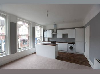 EasyRoommate UK - Large Double Bedroom Minutes from the Station, Hither Green - £600 pcm