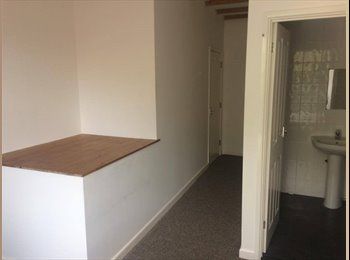 EasyRoommate UK - Large Double En Suit Houseshare Room Available, Leamington Spa - £500 pcm