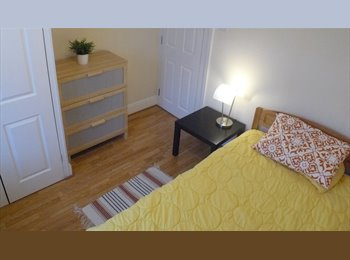 EasyRoommate UK - URGENT: double room town centre £400 avail now, Swindon - £400 pcm
