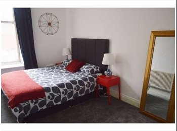 EasyRoommate UK - Large Room Available Close to City Center, Strathbungo - £380 pcm