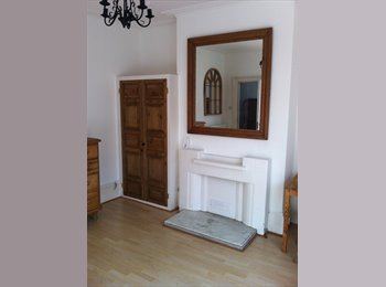EasyRoommate UK - Large Period Room in Central Leamington Spa, Leamington Spa - £580 pcm