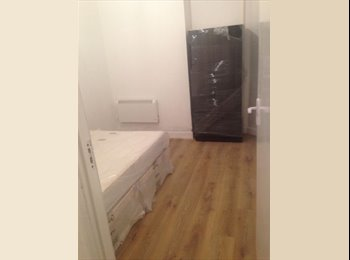 EasyRoommate UK - Double bedroom, newly refurbished, £430 all bills included 1 minute walk from Gants Hill station, , Gants Hill - £430 pcm