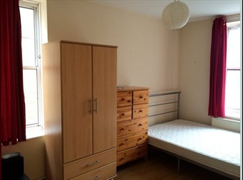 EasyRoommate UK - **LARGE DOUBLE ROOM HIGHBURY - NO ADMIN FEE IF MOVE IN STRAIGHT AWAY!! (ANTOINE), Angel - £715 pcm