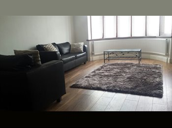 EasyRoommate UK - ENSUITE Double room in family home Ilford London Suitable for Vegetarian, Loxford - £500 pcm