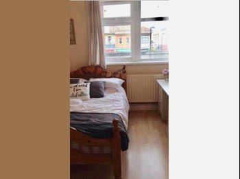 EasyRoommate UK - Double room near New Cross Station, Deptford - £562 pcm