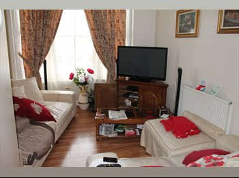 EasyRoommate UK - Student flat for a group of 4 or 5 , Nottingham - £328 pcm