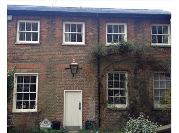 EasyRoommate UK - Free flat in return for 16 hours a week cleaning and gardening . , Buckingham - £100 pcm