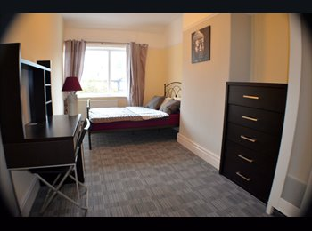 EasyRoommate UK - Beautiful Room in Chorlton UP FOR GRABS!!!, Barlow Moor - £400 pcm
