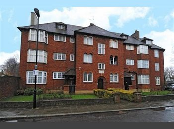EasyRoommate UK - Large Double Bedroom in Highgate, East Finchley - £625 pcm