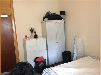 EasyRoommate UK - SHORT TERM DOUBLE ROOM AVAILABLE, Glasgow - £400 pcm