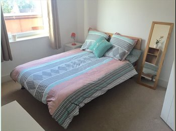 EasyRoommate UK - ++Wow ! Couples OK/Fresh Room/Safe area !, Angel - £790 pcm