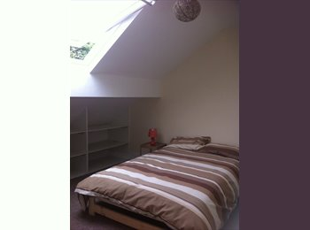 EasyRoommate UK - Room to rent in house share., Bramley - £430 pcm