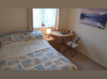 EasyRoommate UK - Spacious Zone 2 Furnished Double Room, Lewisham - £700 pcm