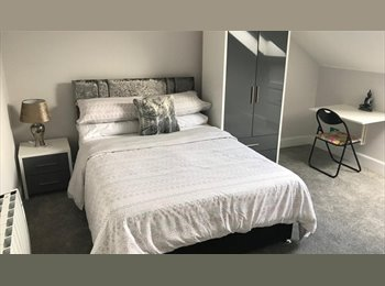 EasyRoommate UK - Double studio Room-City Centre-Walk to Princes Street!, Leith  - £450 pcm